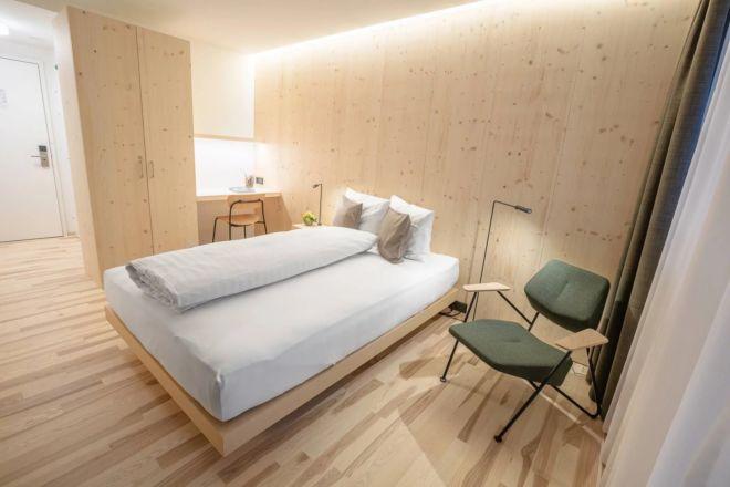 Hotel-Seebuel-Einzelzimmer-Bett-Sessel
