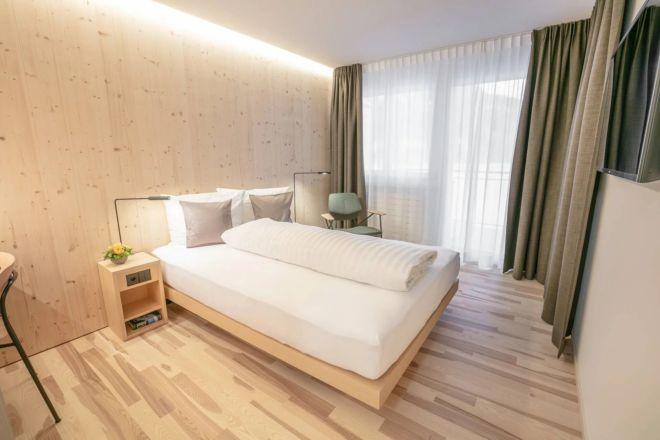 Hotel-Seebuel-Einzelzimmer-Bett-Vorhang (1)