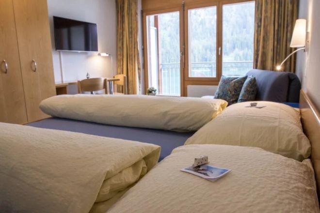 Hotel-Seebuel-Superiorzimmer-Schlafzimmer-Doppelbett-Aussicht