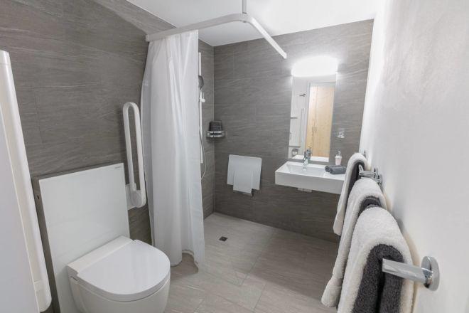 Hotel-Seebuel-Familienzimmer-Badezimmer-2