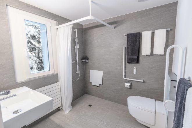 Hotel-Seebuel-Familienzimmer-Badezimmer